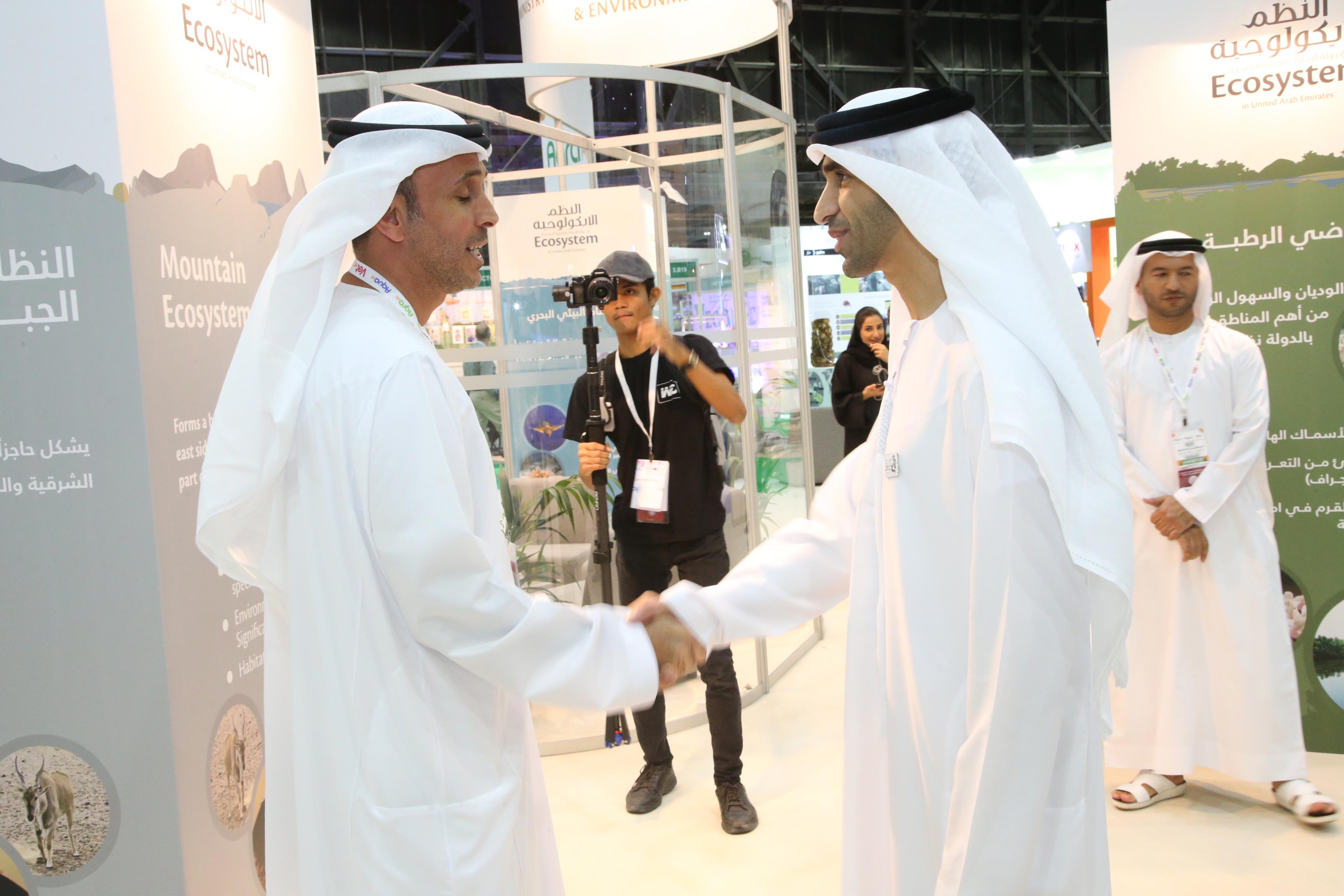 لقاء معالي وزير التغير المناخي والبيئة مع رئيس تحرير مجلة مزارع خلال إفتتاح المعرض